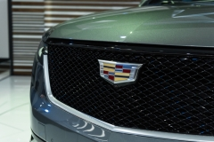 2020 Cadillac XT6 Sport - Exterior - 2019 NAIAS - Live 025 grille and Cadillac logo