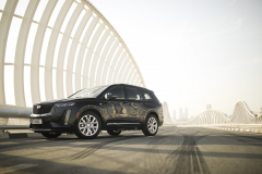 2020-Cadillac-XT6-in-Dubai-Exterior-Stellar-Black-Metallic-001-front-three-quarters