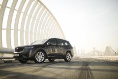 2020-Cadillac-XT6-in-Dubai-Exterior-Stellar-Black-Metallic-001-front-three-quarters