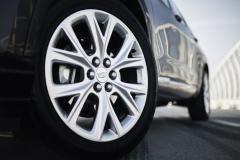 2020-Cadillac-XT6-in-Dubai-Exterior-Stellar-Black-Metallic-005-wheel