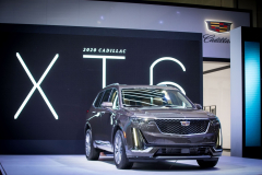 2020-Cadillac-XT6-in-Dubai-Exterior-Stellar-Black-Metallic-008-front-end-at-2019-Dubai-Auto-Show-reveal