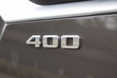 400-Logo-Badge-on-Liftgate-of-2020-Cadillac-XT6-003-XT6-Drive