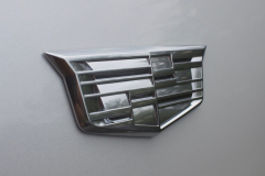 Cadillac-Logo-on-Fender-of-2020-Cadillac-XT6-003-XT6-Drive