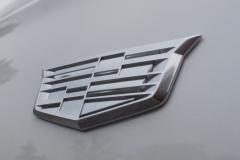 Cadillac-Logo-on-Fender-of-2020-Cadillac-XT6-005-XT6-Drive