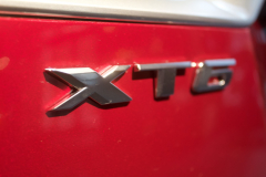 XT6-Badge-Logo-on-2020-Cadillac-XT6-Sport-in-Red-Horizon-Tintcoat-2020-XT6-First-Drive-Lobby-001