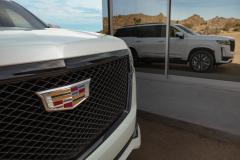 1_2021-Cadillac-Escalade-Sport-Exterior-012-grille-with-Cadillac-logo