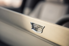 2021-Cadillac-Escalade-Interior-Cadillac-logo-on-OLED-screen-001