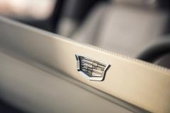 2021-Cadillac-Escalade-Interior-Cadillac-logo-on-OLED-screen-001
