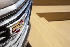 2021-Cadillac-Escalade-Premium-Luxury-Exterior-033-grille-with-Cadillac-logo