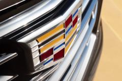 2021-Cadillac-Escalade-Premium-Luxury-Exterior-034-grille-with-Cadillac-logo