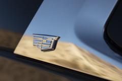 2021-Cadillac-Escalade-Premium-Luxury-Exterior-035-Cadillac-logo-on-C-Pillar-treatment