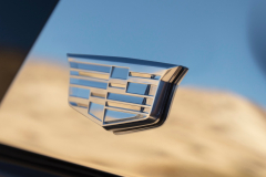 2021-Cadillac-Escalade-Premium-Luxury-Exterior-036-Cadillac-logo-on-C-Pillar-treatment