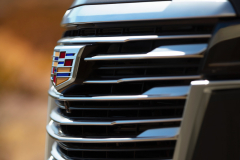 2021-Cadillac-Escalade-Premium-Luxury-Exterior-048-grille-with-Cadillac-logo