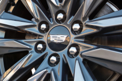 2021-Cadillac-Escalade-Sport-Exterior-018-Cadillac-logo-on-wheel-center-cap