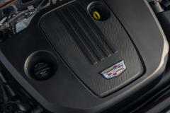 2021-Cadillac-XT4-Europe-Engine-Bay-2.0L-Diesel-LSQ-Engine-003-Cadillac-logo-engine-cover