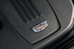 2021-Cadillac-XT4-Sport-Europe-Engine-Bay-2.0L-Diesel-LSQ-Engine-004-Cadillac-logo-engine-cover
