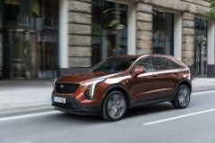 2021-Cadillac-XT4-Sport-Europe-Exterior-005-front-three-quarters