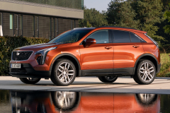 2021-Cadillac-XT4-Sport-Europe-Exterior-029-front-three-quarters
