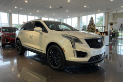 2021-Cadillac-XT5-Sport-400-with-20-inch-S2K-wheels-in-Gloss-Black-Exterior-002-front-three-quarters