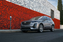 2021-Cadillac-XT6-Luxury-Exterior-001-Front-Three-Quarters