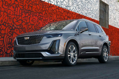 2021-Cadillac-XT6-Luxury-Exterior-002-Front-Three-Quarters