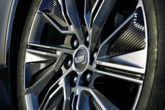 2023-Cadillac-Lyriq-Exterior-034-22-inch-Polished-Gloss-Black-alloy-wheel-with-split-spoke-reverse-rim-pattern-Cadillac-logo-on-center-cap-lug-nuts
