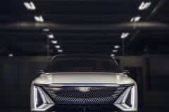 2023-Cadillac-Lyriq-Show-Car-Exterior-006-front-end-grille-Cadillac-logo