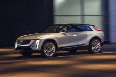 2023-Cadillac-Lyriq-Show-Car-Exterior-035-front-three-quarters