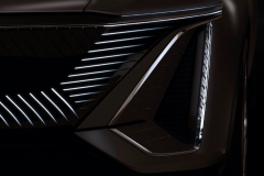 Cadillac-Lyriq-Show-Car-Teaser-June-2020-005-front-fascia-LED-grille-headlight-vertical-signature-DRL