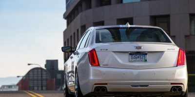 Cadillac CT6 Front Armrest Opens Both Ways: Feature Spotlight