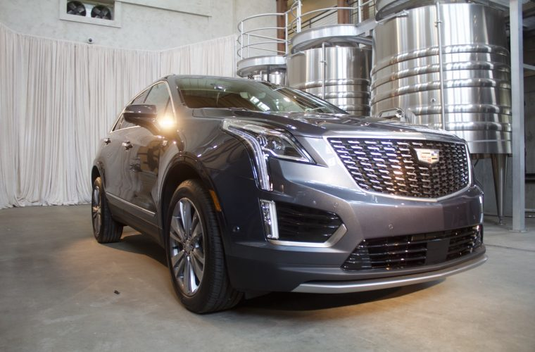 Comparing The Two 2020 Cadillac XT5 Grilles