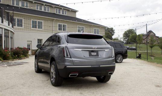 2020 Cadillac XT5 Adds Rear Camera Mirror Washer