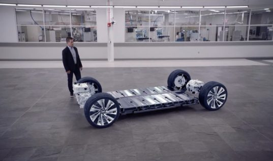 The Cadillac Lyriq Boasts Cutting-Edge Batteries: Video